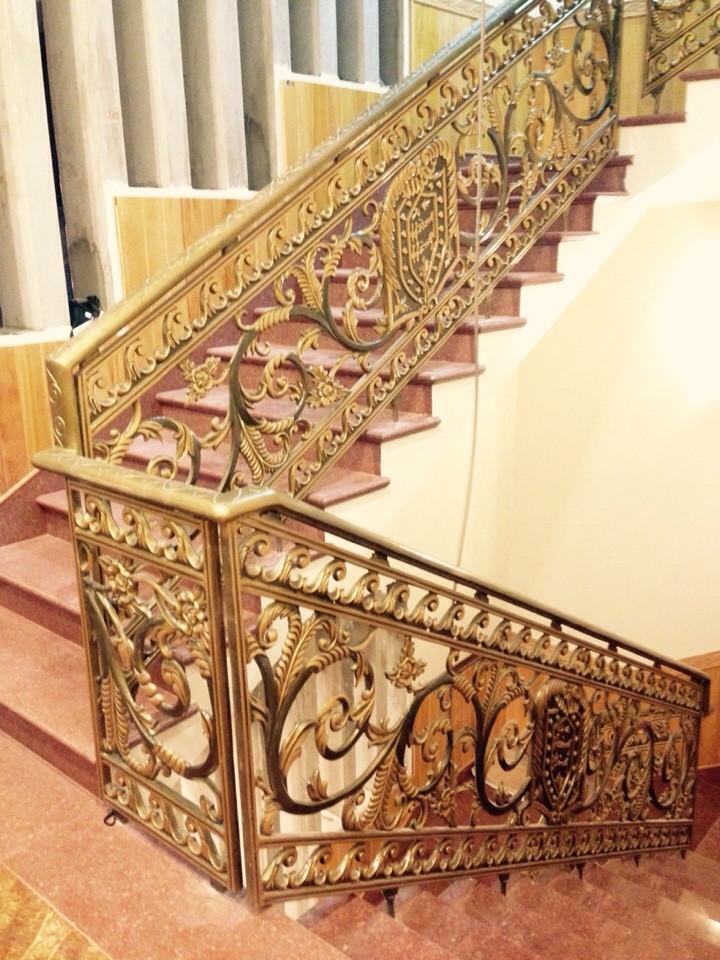 Cầu thang Nhôm đúc chân không CT020